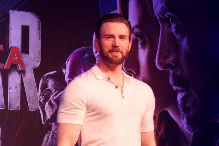 Aktor Chris Evans, pemeran superhero Captain America pada film Captain America: Civil War, diabadikan di Marina Bay Sands Convention Centre, Singapura, Kamis (21/4/2016).