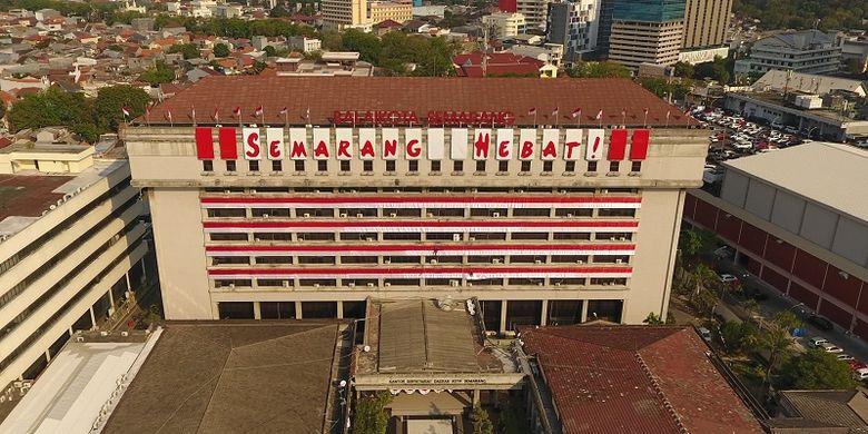 Gedung Pemerintah Kota Semarang disulap menjadi sebuah landmark peringatan kemerdekaan Indonesia.