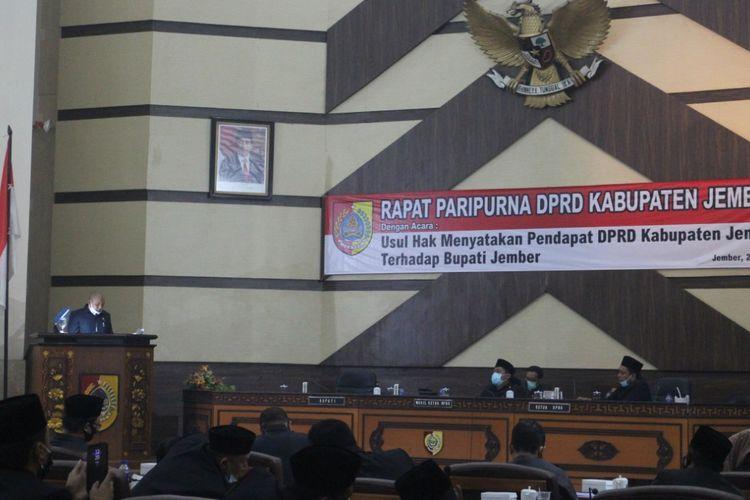 Proses pelaksanaan sidang paripurna hak menyatakan pendapat DPRD Jember yang memutuskan memakzulkan bupati Jember