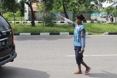 Kisah Anita Si Tukang Parkir Perempuan di Kupang