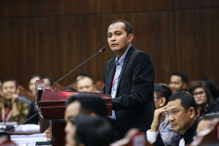 Saksi ahli tim kuasa hukum pasangan capres-cawapres nomor urut 01 Joko Widodo-Maruf Amin, Edward Omar Sharif Hiariej saat sidang lanjutan sengketa pilpres 2019 di Mahkamah Konstitusi, Jakarta, Jumat (21/6/2019). Sidang tersebut beragendakan mendengar keterangan saksi dan ahli dari pihak terkait yakni paslon nomor urut 01 Joko Widodo - Maruf Amin.