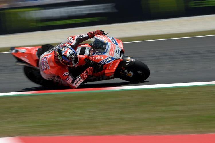 Jorge Lorenzo saat masih bersama Ducati. (Photo by LLUIS GENE / AFP)