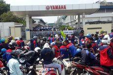 Aksi Demonstrasi Terjadi di Depan Pabrik Yamaha