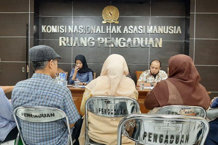 Jemaah Ahmadiyah Indonesia (JAI) Parakansalak, Sukabumi, Jawa Barat, melaporkan tindakan intimidasi ke kantor Komnas HAM, Menteng, Jakarta, Senin (2/3/2020)