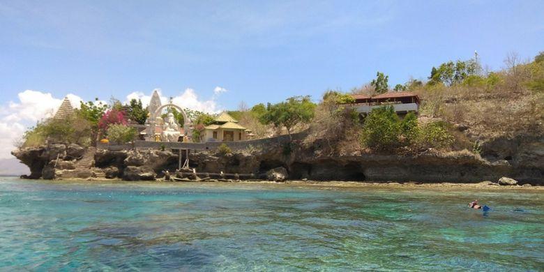 Pura Ganesha di Pulau Menjangan, Taman Nasional Bali Barat, Kabupaten Jembrana, Bali.