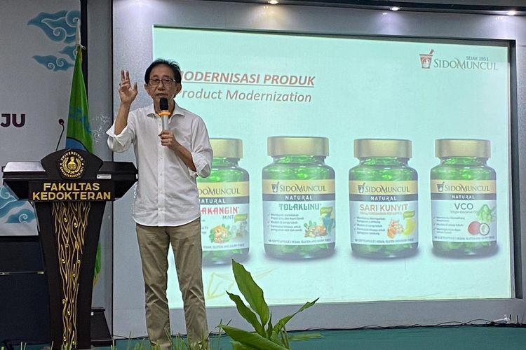 Direktur Sido Muncul Irwan Hidayat pada acara seminar herbal bertema ?Potensi Memanfaatkan Obat Herbal Menuju Indonesia Sehat? yang digelar di Universitas Swadaya Gunung Jati, Cirebon, Sabtu (29/2/2020)