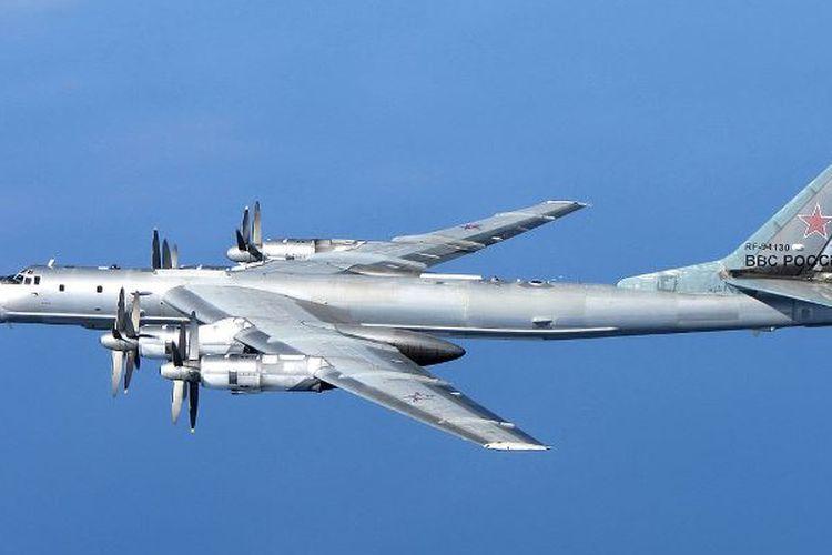 Pesawat pengebom buatan Rusia, TU-95 Bear.