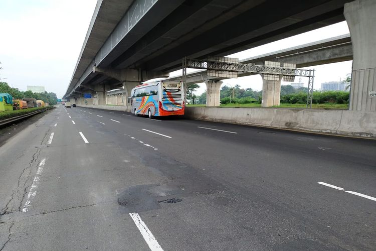 Jalan Tol Jakarta Cikampek