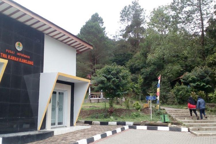 Taman Wisata Alam Kawah Kamojang yang dikelola oleh Balai Besar Konservasi Sumber Daya Alam (BBKSDA) Jawa Barat di Desa Simalakama Kecamatan Ibunya, Bandung.