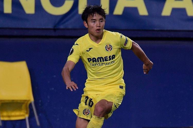 Gelandang Villarreal Jepang Takefusa Kubo mengontrol bola selama pertandingan sepak bola grup I Liga Eropa UEFA antara Villarreal CF dan Maccabi Tel Aviv di stadion La Ceramica di Vila-real pada 5 November 202