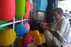 Cerita Kakek Rehani 15 Tahun Jadi Perajin Lampion di Solo, Kebanjiran Pesanan Jelang Imlek