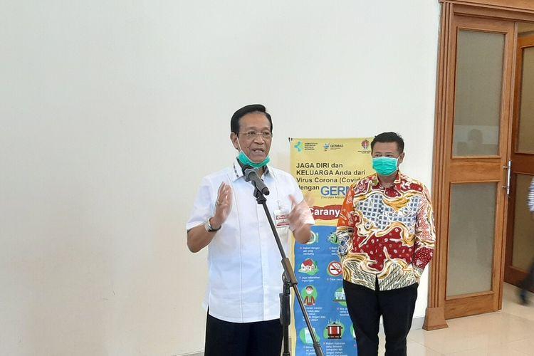 Gubernur DIY Sri Sultan HB X saat menemui wartawan di Kompleks Kepatihan.