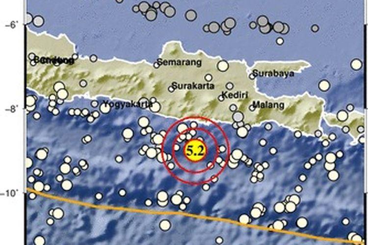 Gempa Pacitan. Gempa bumi tektonik berkekuatan M 5,0 mengguncang wilayah Selatan Jawa Timur tadi malam pada pukul 23.21 WIB, Selasa (27/7/2021). Gempa ini berjarak 95 km dari Pacitan.