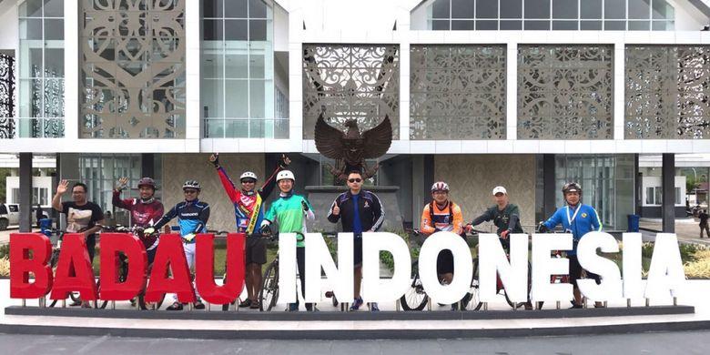Pos Lintas Batas Negara (PLBN) BADAU di Kabupaten Kapuas Hulu, Kalimantan Barat yang akan menjadi titik awal peserta gowes Bersepeda di Jantung Borneo pada 28 Oktober 2017.