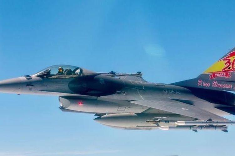 F-16A/B Block 10 TNI-AU nomor ekor TS-1610 dari Skadron Udara 3 Lanud Iswahyudi, dengan artwork spesial memperingati 30 tahun kesepakatan Peace Bima Sena I.