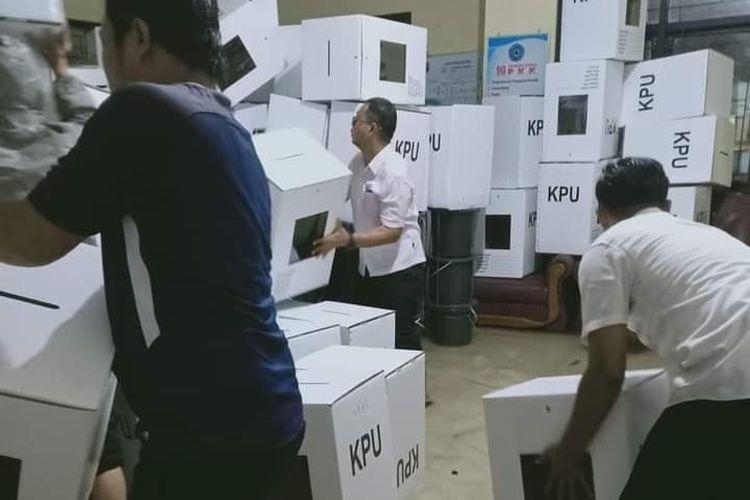 Kotak suara Pilkada Cilegon terendam banjir di Kecamatan Jombang