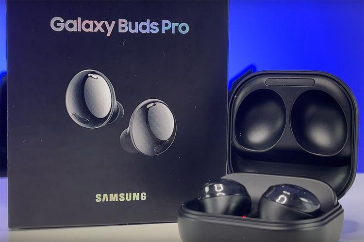 Penampilan Samsung Galaxy Buds Pro dalam video hands-on Digital Slang di YouTube