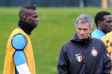 Saat Balotelli Dipaksa Mourinho Minta Maaf ke Skuad Inter Milan