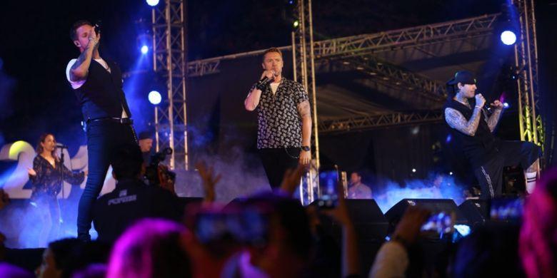 Meskipun sudah tidak muda lagi, Boyzone tetap memberikan penampilan yang energik di Prambanan Jazz Festival 2018, Minggu (20/8/2018).