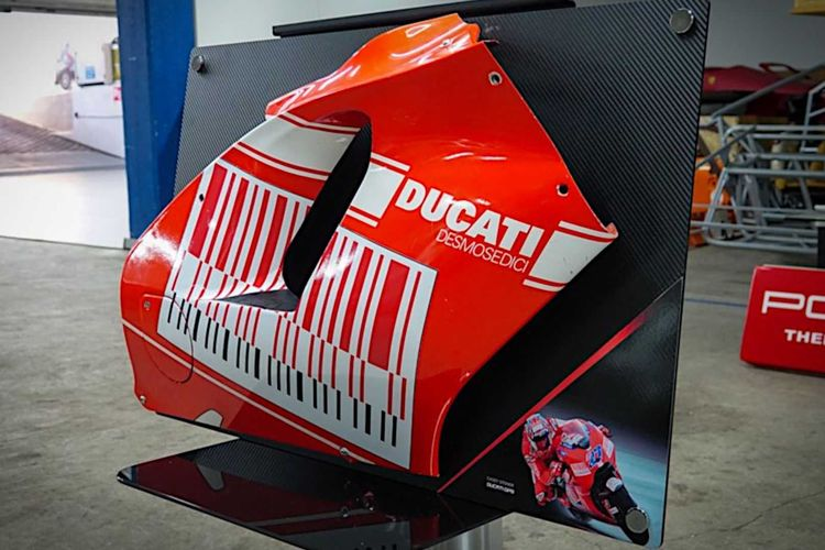 Fairing motor balap Desmosedici GP9 Casey Stoner dijual