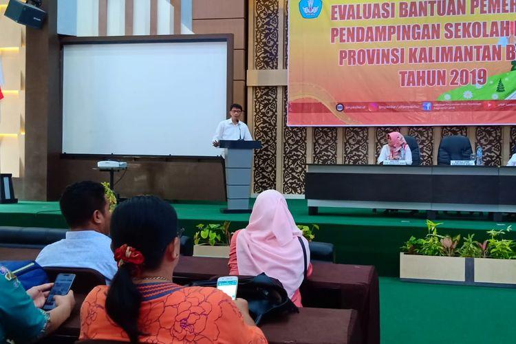 Asep Kusmayadi Ketua LPMP Kalimantan Barat dalam Evaluasi Bantuan Pendampingan Sekolah Model Provinsi Kalimantan Barat (2/12/2019).