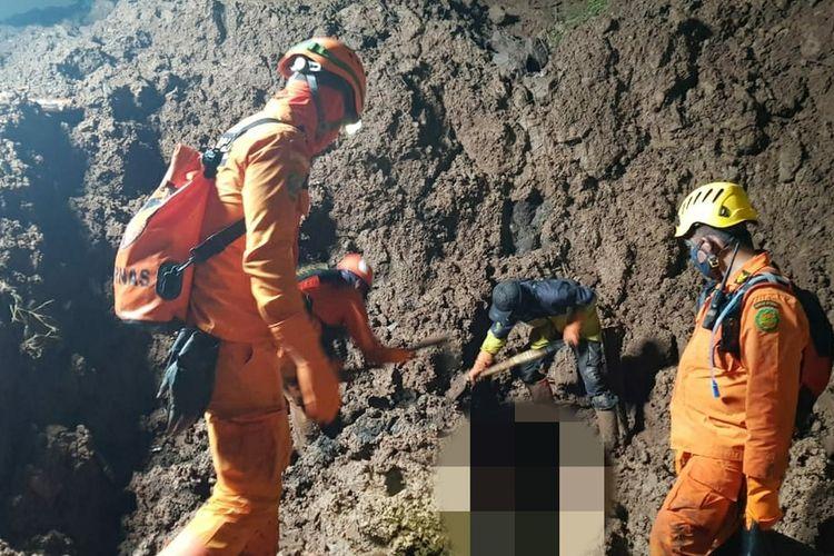 Tim SAR gabungan kembali menemukan satu korban tewas longsor di Cimanggung, Sumedang, Jawa Barat, Senin (12/1/2021) malam pukul 21.05 WIB.