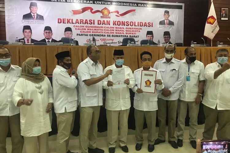 Gerindra usung 14 calon kepala daerah di Pilkada Sumbar 2020. Terlihat pasangan calon foto bersama dengan Ketua DPD Gerindra Sumbar, Andre Rosiade