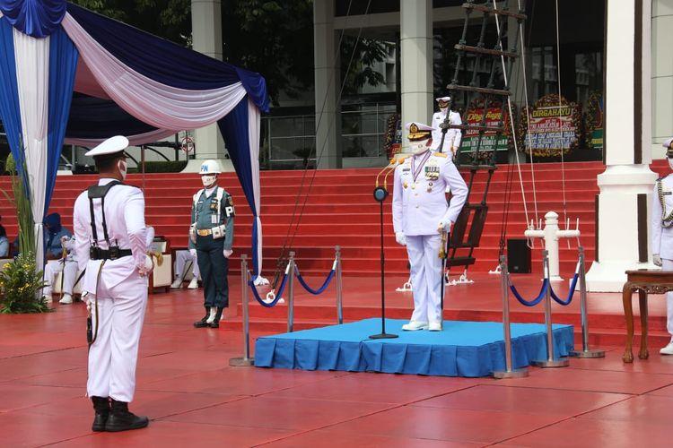 Kepala Staf Angkatan Laut (KSAL) Laksamana TNI Yudo Margono memimpin ucapara peringatan Hari Ulang Tahun (HUT) ke-75 TNI Angkatan Laut (AL) tahun 2020 yang berlangsung di Lapangan Bendera Gedung Utama RE Martadinata, Mabesal, Cilangkap, Jakarta Timur, Kamis (10/9/2020).