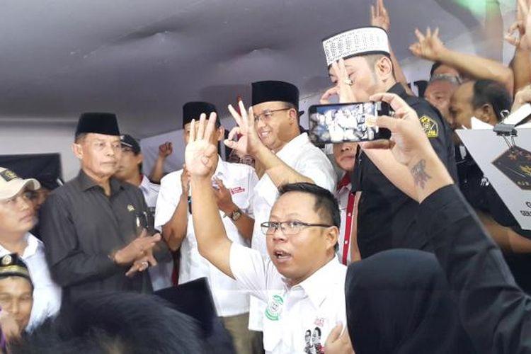 Calon gubernur DKI Jakarta Anies Baswedan menghadiri acara deklarasi Relawan Agus-Sylvi for Anies-Sandi di Utan Kayu, Matraman, Jakarta Timur, Selasa (7/3/2017).