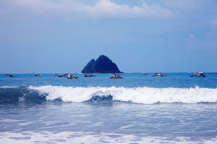 Tempat wisata bernama Pantai Selong Belanak di Kabupaten Lombok Tengah, Nusa Tenggara Barat (dok. GoMandalika.com   Dinas Pariwisata dan Kebudayaan Lombok Tengah)