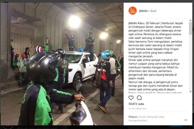 Pengeroyokan dan perusakan mobil Nissan X-Trail oleh para pengemudi ojek online di Underpass Senen, Jakarta.