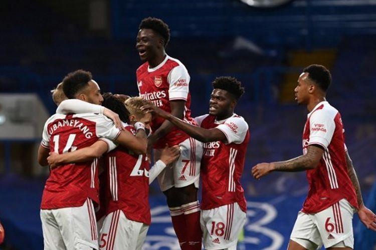 Para pemain Arsenal merayakan gol ke gawang Chelsea pada laga lanjutan Premier League di Stadion Stamford Bridge, London, Kamis (13/5/2021) dini hari WIB.