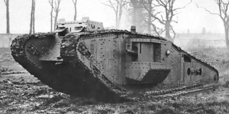 Tank Mark IV yang digunakan Inggris di masa Perang Dunia I.