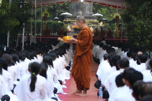 Seribu Umat Buddha Gelar Doa Perdamaian Bangsa di Mendut