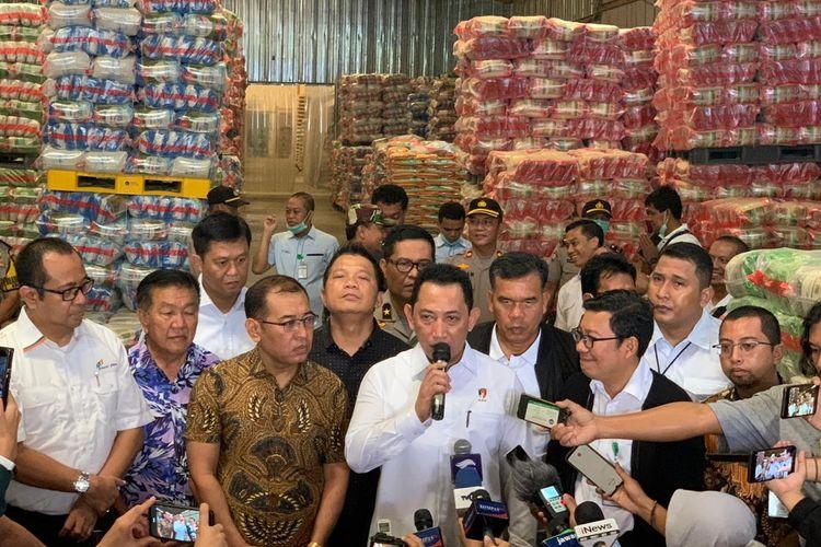 Kepala Badan Reserse Kriminal Polri Komjen Listyo Sigit Prabowo usai melakukan peninjauan ke Komplek Pasar Induk Beras Cipinang, Jakarta Timur, Rabu (18/3/2020).