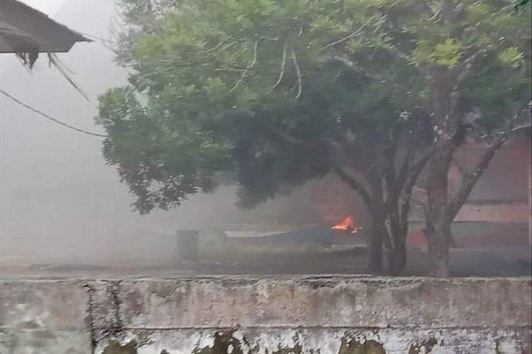 Sekolah Menengah Pertama (SMP) Yayasan Karel Sadsuitubun di Langgur , Maluku Tenggara hangus terbakar, Senin (15/7/2019) Foto FREDY