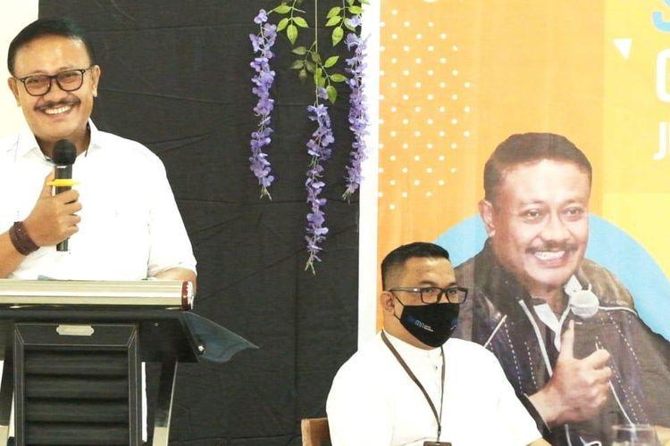 Wakil Ketua Komisi VI Dewan Perwakilan Rakyat (DPR) Republik Indonesia (RI) Sumarjaya Linggih dalam acara Jumpa UKM Muda Bali, Sosialisasi Ultra Mikro Oleh Gde Sumarjaya Linggih di Denpasar, Bali (5/6/2021).
