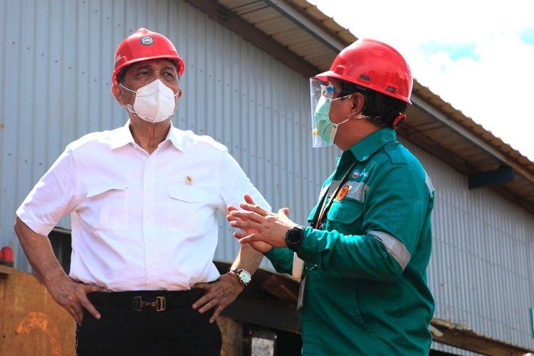 Menteri Koordinator Bidang Kemaritiman dan Investasi (Menko Marves) Luhut Binsar Pandjaitan di sela meresmikan smelter nikel di Pulau Obi, Halmahera Selatan, Maluku Utara.