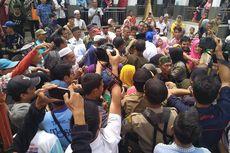 Dianggap Berkah, Kurma yang Dipanen di Halaman Masjid Jadi Rebutan Warga Tasikmalaya