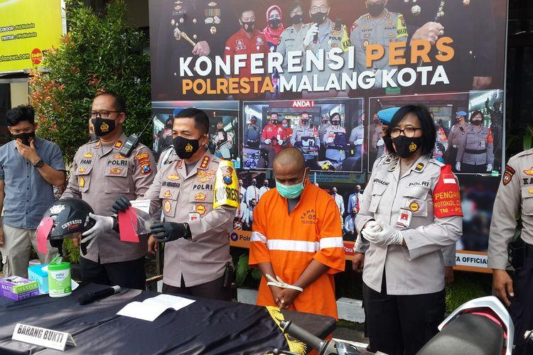 Polresta Malang Kota saat merilis residivis pencurian sepeda motor di Mapolresta Malang Kota, Selasa (3/11/2020).