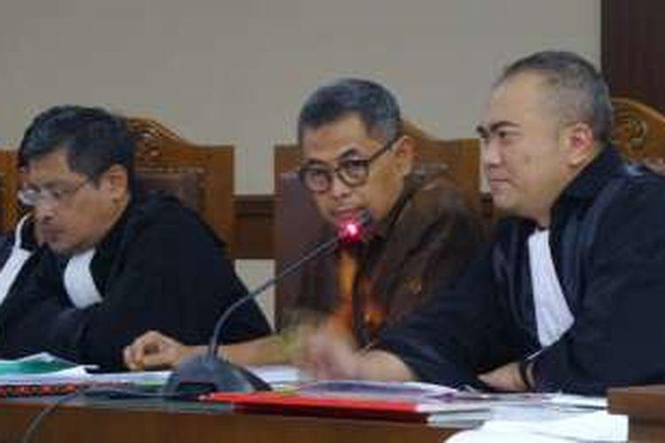 Kepala Dinas Prasarana Jalan, Tata Ruang dan Pemukiman Provinsi Sumatera Barat Suprapto di Pengadilan Tipikor Jakarta, Senin (10/10/2016).