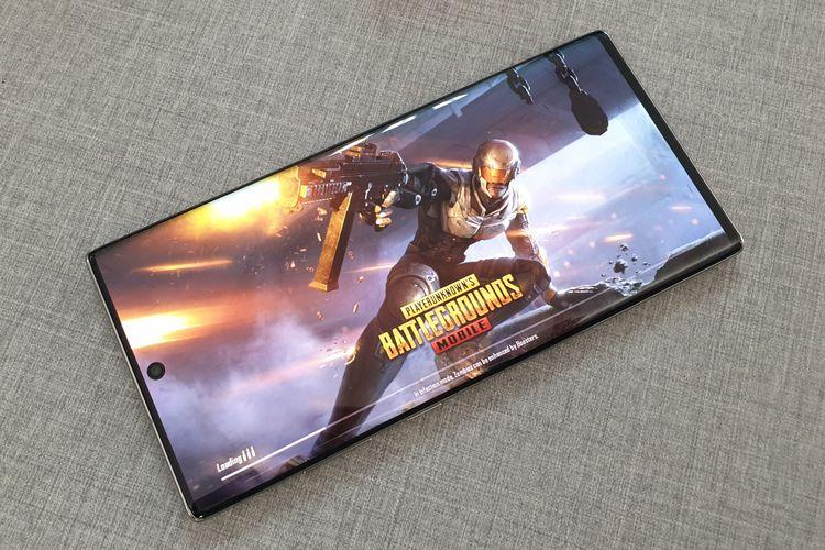 PUBG Mobile dimainkan di Galaxy Note 10 Plus.