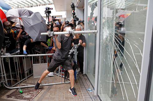 Berusaha Masuk Gedung Legislatif Hong Kong, Pengunjuk Rasa Pecahkan Kaca