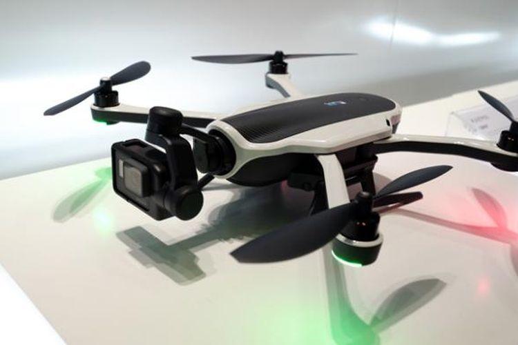 GoPro memamerkan Karma, drone lipat buatannya, di booth mereka yang terletak di Hall 9 Koelnmesse.