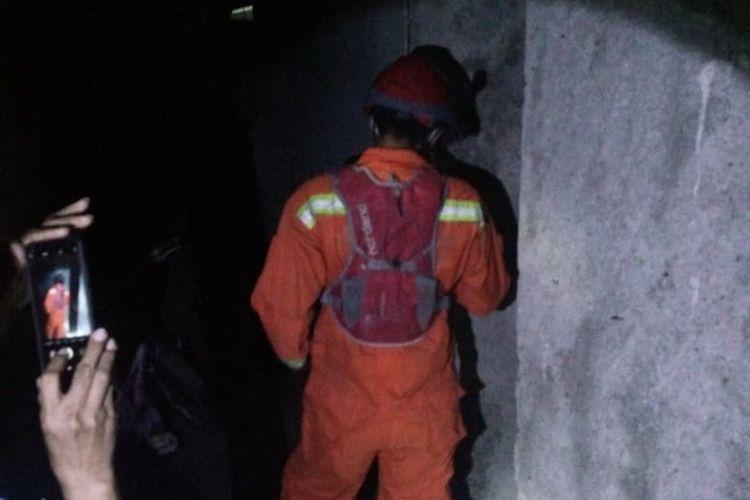 Seorang anak perempuan berinisial SS (22) tercebur ke sumur sedalam 10 meter di sebuah rumah di Jalan Jalan Musyawarah 1, Ragunan, Pasar Minggu, Jakarta, Sabtu (29/8/2020) pukul 20.05 WIB.