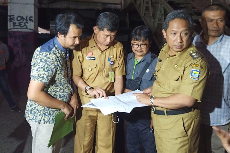 Wakil Wali Kota Bandung, Yana Mulyana, kembali mengunjungi Pasar Kosambi, Senin (23/9/2019). kunjungan tersebut dilakukan Yana untuk mengecek kesiapan pembangunan Mal Pelayanan Publik (MPP) di lantai 3 di Pasar Kosambi.