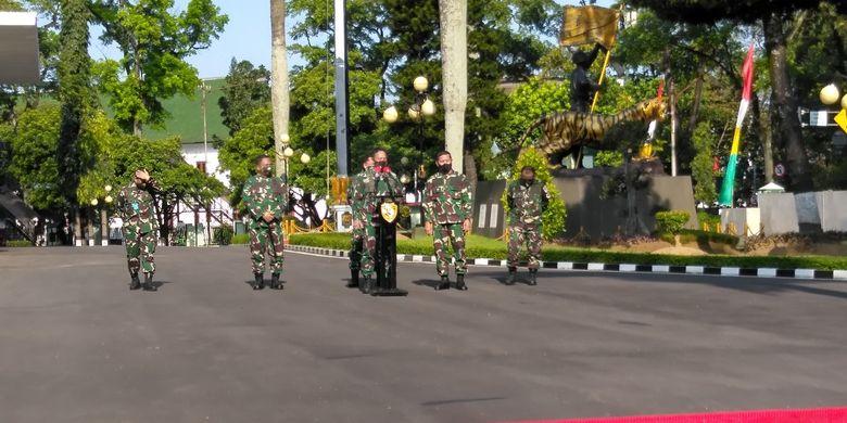 KSAD dan jajaran tengah melakukan konferensi pers terkait kondisi terkini Secapa AD di Makodam III/Siliwangi, Kota Bandung, Sabtu (11/7/2020)