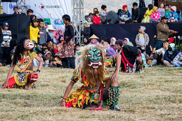Kesenian Kubro Siswo dalam Gelaran Dieng Culture Festival 2019.