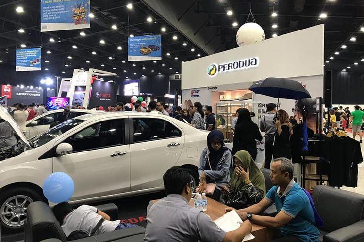 Ilustrasi booth Perodua di sebuah pameran otomotif di Malaysia.