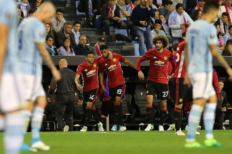 Penyerang muda Manchester United, Marcus Rashford, merayakan golnya ke gawang Celta Vigo pada semifinal pertama Liga Europa di Stadion Balaidos, Kamis (4/5/2017).